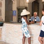 Hall vinothèque Saint Julien d'Aille